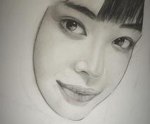 あなたの写真を元に似顔絵(鉛筆画)を描きます。