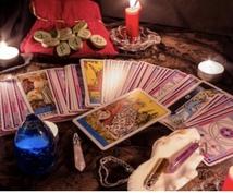 タロットカードでリーディングをします カードから未来で起こること、今すべきことなどを読み取ります。