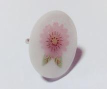 ハンドメイドのリングを出品します お花をモチーフにした楕円形のリングです♪