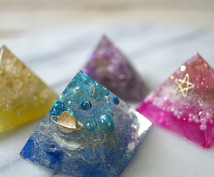 オルゴナイトやクレンジングミストのご相談をします 新色ラメ、ホロ入荷!ご希望の色や形に添って、エネルギーを封入
