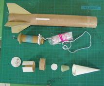 火薬で飛行する模型ロケットの作り方、飛ばし方を指導します