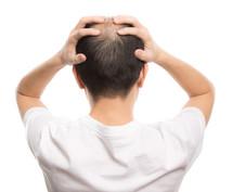 育毛剤で、ハゲは治りません。業界のウソを断言します あなたは、いつまで生えもしない育毛剤に、騙され続けますか?
